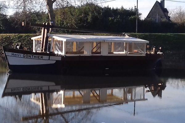 Desmazes - fabrication de barnum de protection en bâche pour bateaux
