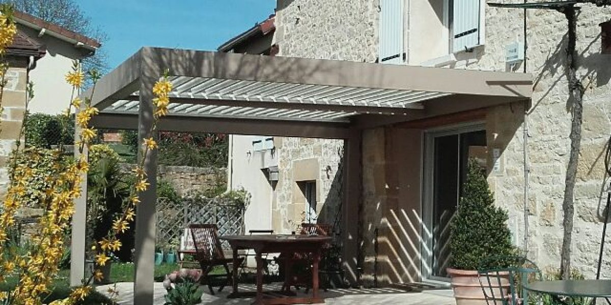 Desmazes-Pergola-mur en pierre-maison renové